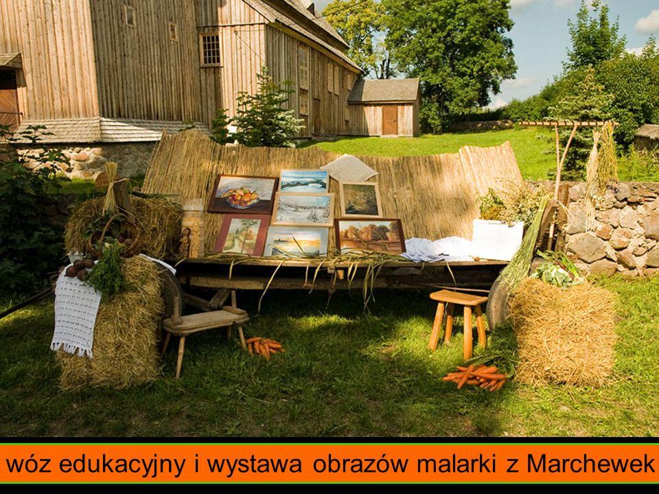 wóz edukacyjny i wystawa obrazów malarki z Marchewek