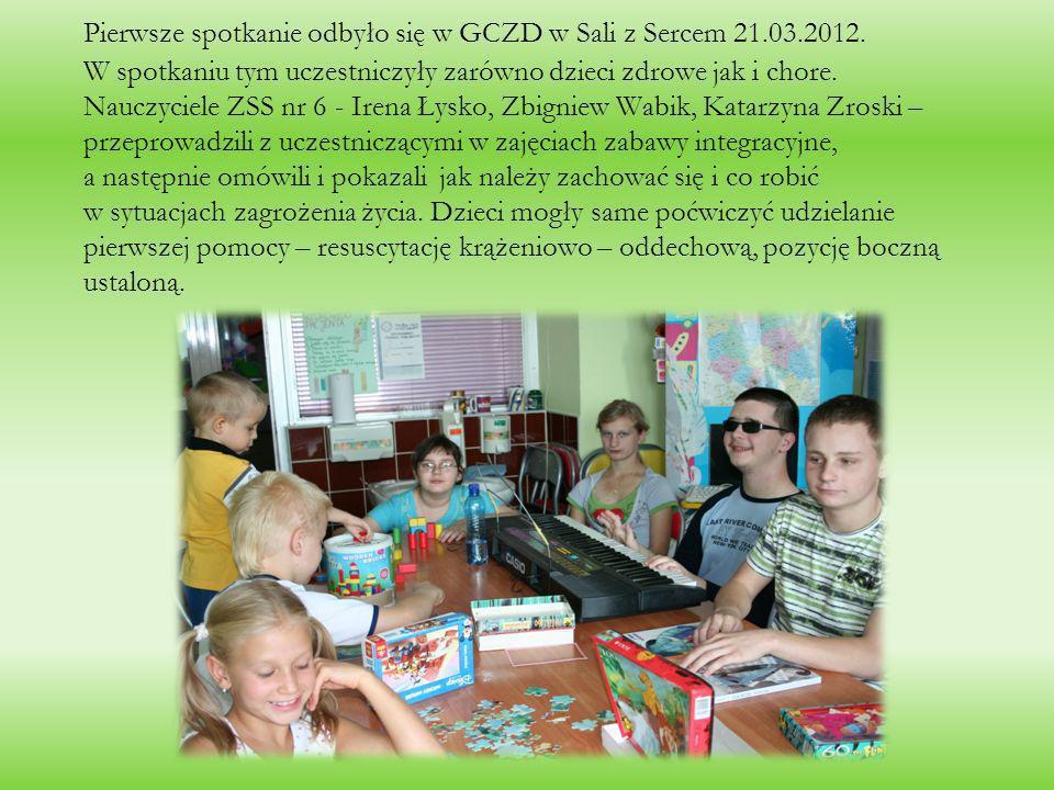 Pierwsze spotkanie odbyło się w GCZD w Sali z Sercem 21.03.2012. W spotkaniu tym uczestniczyły zarówno dzieci zdrowe jak i chore. Nauczyciele ZSS nr 6