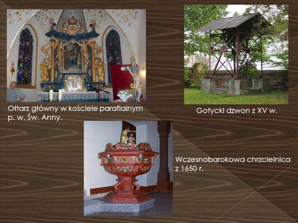 Ołtarz główny w kościele parafialnym p. w. Św. Anny. Gotycki dzwon z XV w. Wczesnobarokowa chrzcielnica z 1650 r.