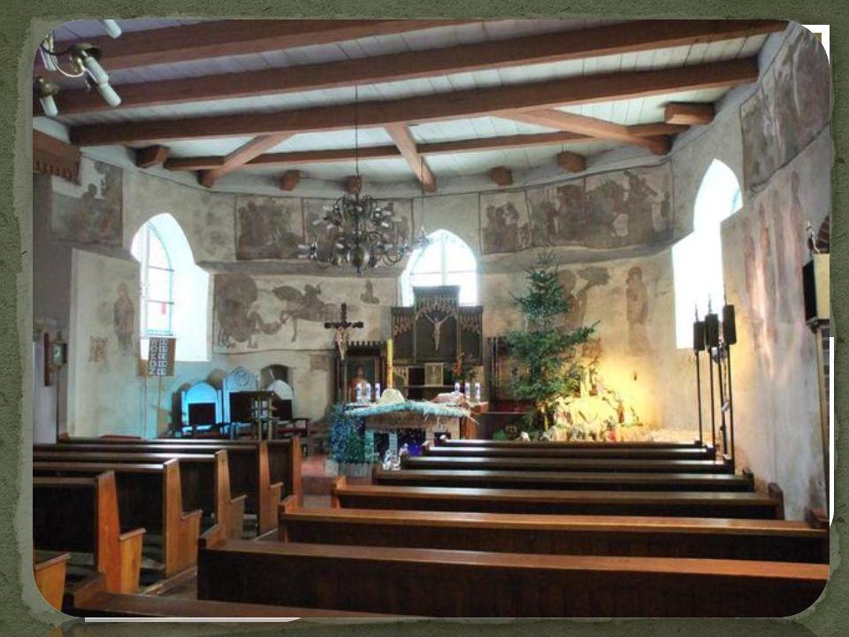We wsi znajduje się późnogotycki kościół pw.św. Piotra i Pawła z XV w.