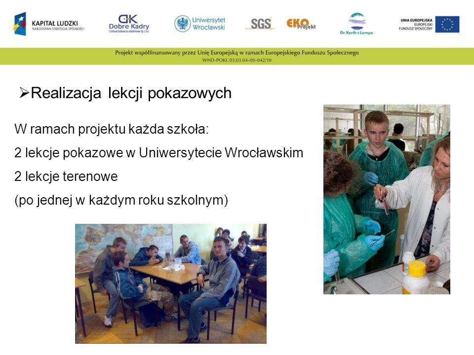 Realizacja lekcji pokazowych W ramach projektu każda szkoła: 2 lekcje pokazowe w Uniwersytecie Wrocławskim 2 lekcje terenowe (po jednej w każdym roku