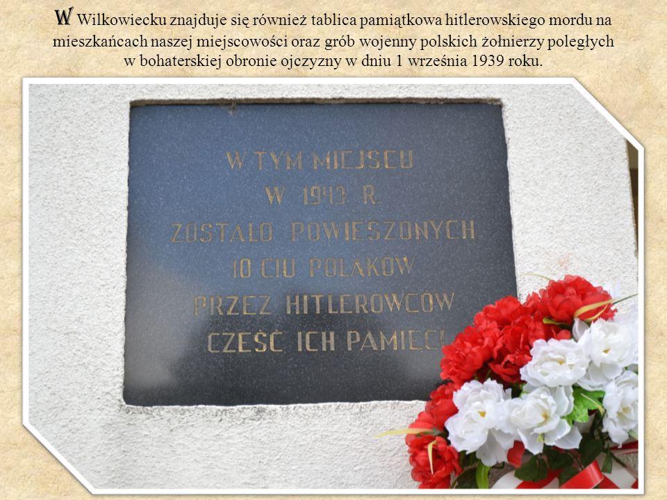 W Wilkowiecku znajduje się również tablica pamiątkowa hitlerowskiego mordu na mieszkańcach naszej miejscowości oraz grób wojenny polskich żołnierzy po