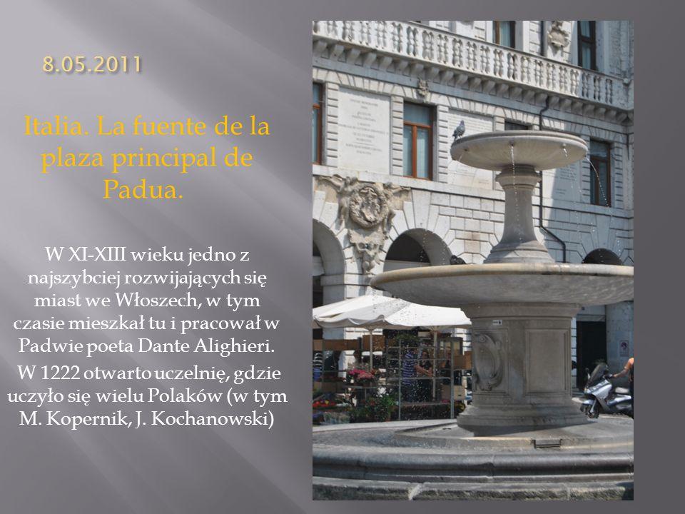 8.05.2011 Italia. La fuente de la plaza principal de Padua. W XI-XIII wieku jedno z najszybciej rozwijających się miast we Włoszech, w tym czasie mies