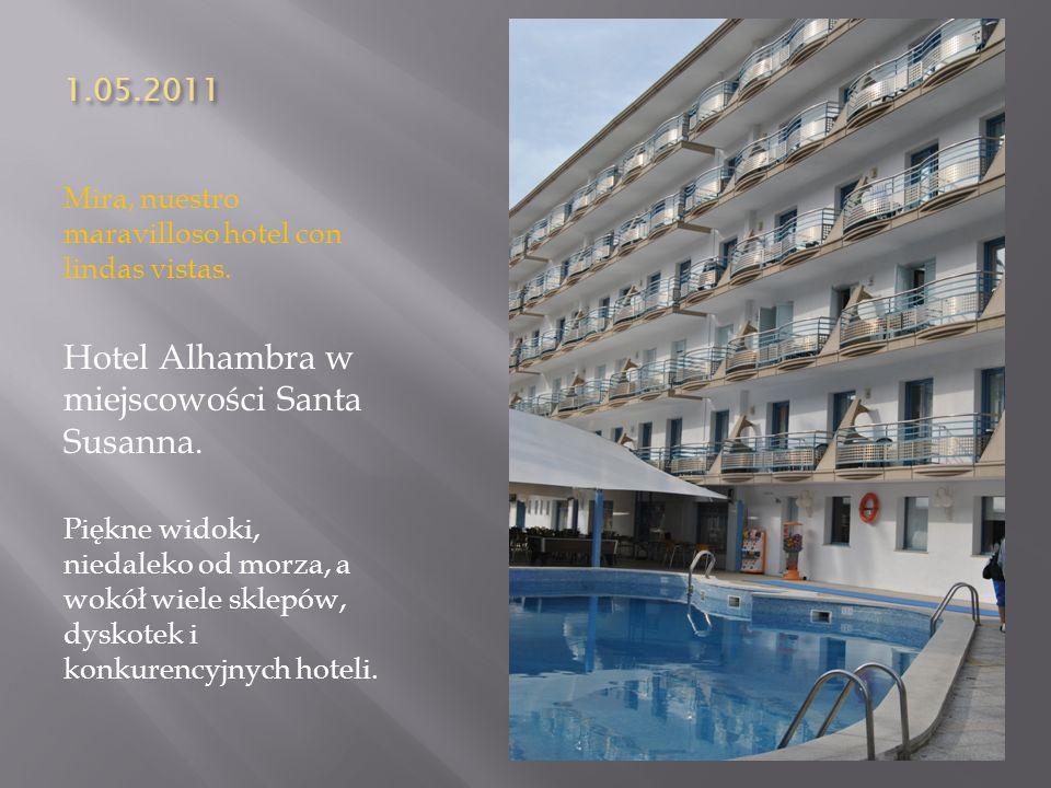 1.05.2011 Mira, nuestro maravilloso hotel con lindas vistas. Hotel Alhambra w miejscowości Santa Susanna. Piękne widoki, niedaleko od morza, a wokół w