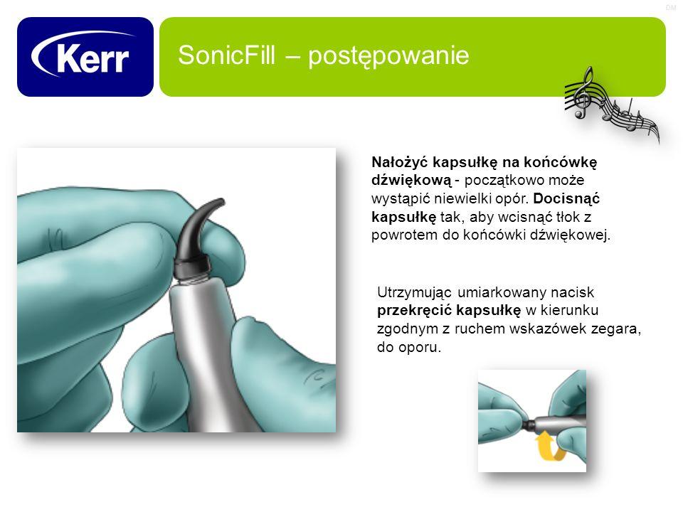 DM SonicFill – postępowanie Nałożyć kapsułkę na końcówkę dźwiękową - początkowo może wystąpić niewielki opór. Docisnąć kapsułkę tak, aby wcisnąć tłok