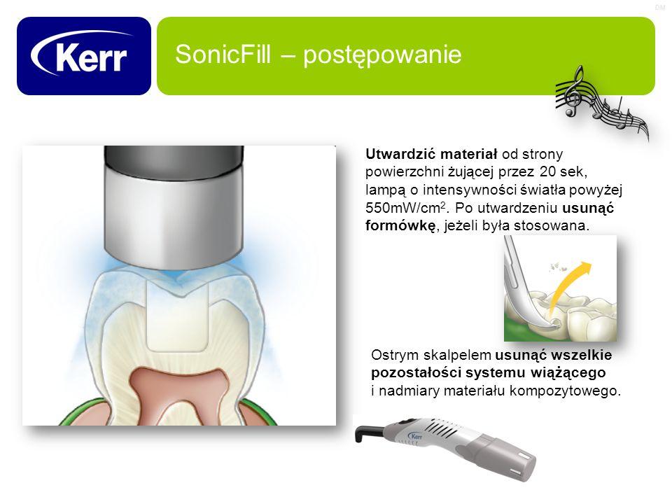 DM SonicFill – postępowanie Utwardzić materiał od strony powierzchni żującej przez 20 sek, lampą o intensywności światła powyżej 550mW/cm 2. Po utward