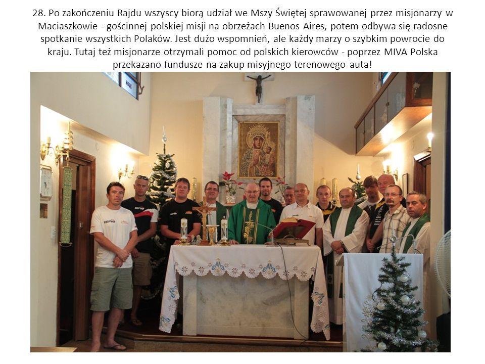 28. Po zakończeniu Rajdu wszyscy biorą udział we Mszy Świętej sprawowanej przez misjonarzy w Maciaszkowie - gościnnej polskiej misji na obrzeżach Buen