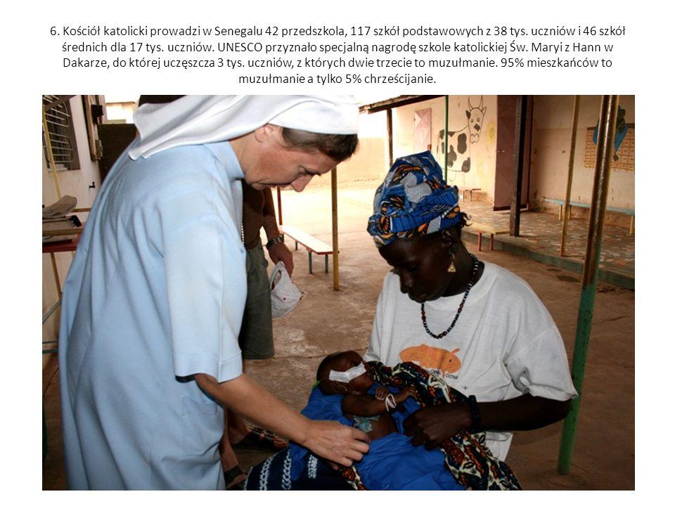 6. Kościół katolicki prowadzi w Senegalu 42 przedszkola, 117 szkół podstawowych z 38 tys. uczniów i 46 szkół średnich dla 17 tys. uczniów. UNESCO przy