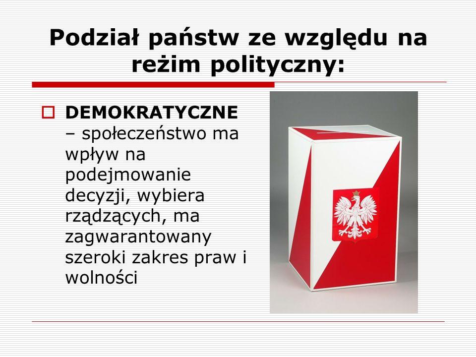Podział państw ze względu na reżim polityczny: DEMOKRATYCZNE – społeczeństwo ma wpływ na podejmowanie decyzji, wybiera rządzących, ma zagwarantowany s