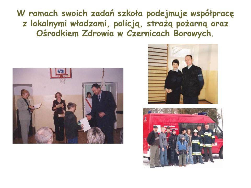 W ramach swoich zadań szkoła podejmuje współpracę z lokalnymi władzami, policją, strażą pożarną oraz Ośrodkiem Zdrowia w Czernicach Borowych.