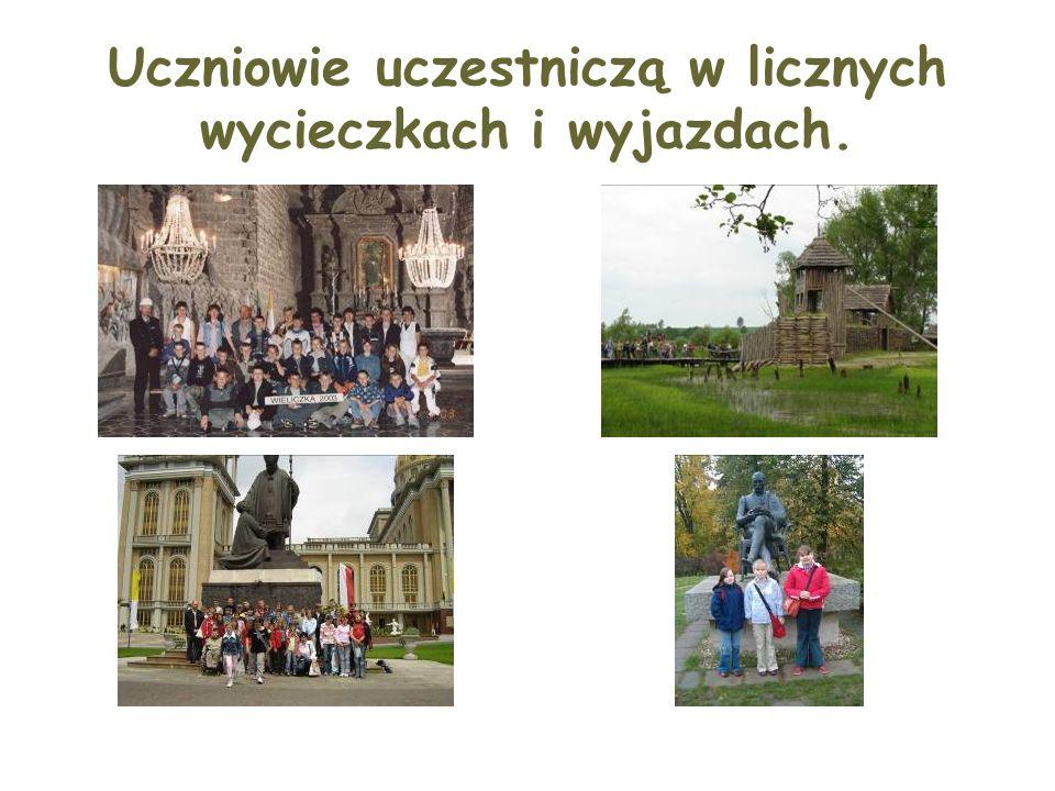 Uczniowie uczestniczą w licznych wycieczkach i wyjazdach.