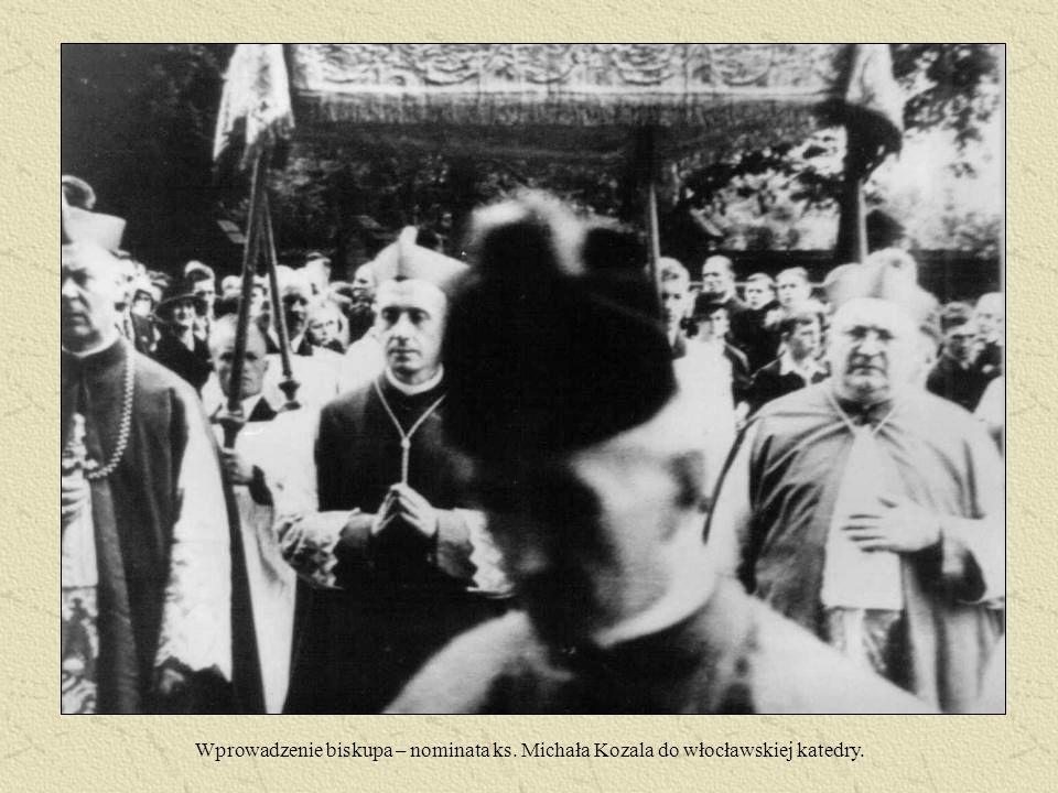 Wprowadzenie biskupa – nominata ks. Michała Kozala do włocławskiej katedry.