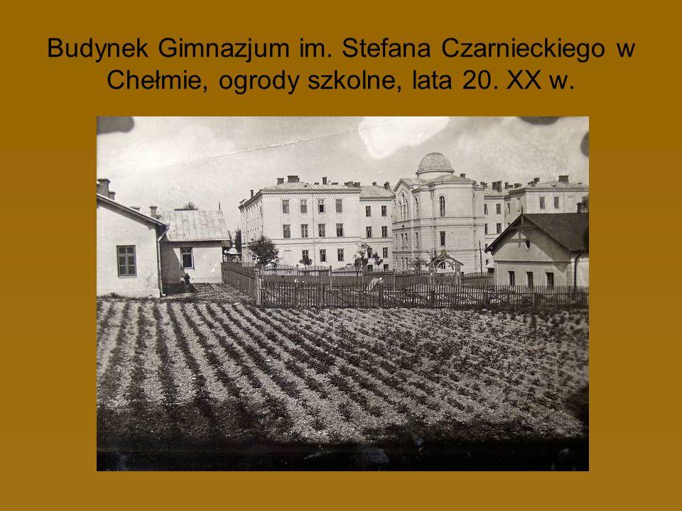 Budynek Gimnazjum im. Stefana Czarnieckiego w Chełmie, ogrody szkolne, lata 20. XX w.