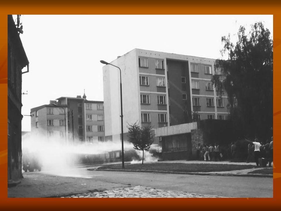 Ul. Mieszka I (wówczas Ścinawska). Do rozpędzania demonstrantów wykorzystywano też wóz bojowy Państwowej Straży Pożarnej