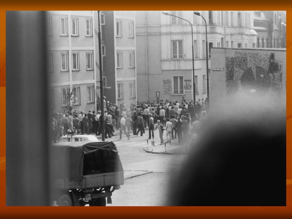 Rynek (wówczas pl. Wolności) i róg ul. Odrodzenia.