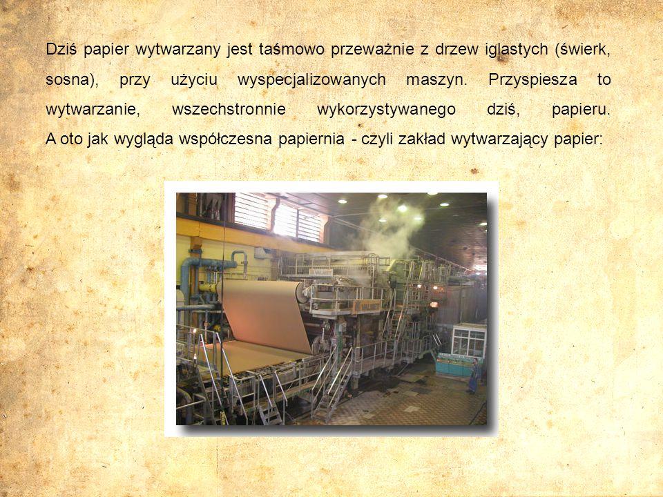 Dziś papier wytwarzany jest taśmowo przeważnie z drzew iglastych (świerk, sosna), przy użyciu wyspecjalizowanych maszyn. Przyspiesza to wytwarzanie, w