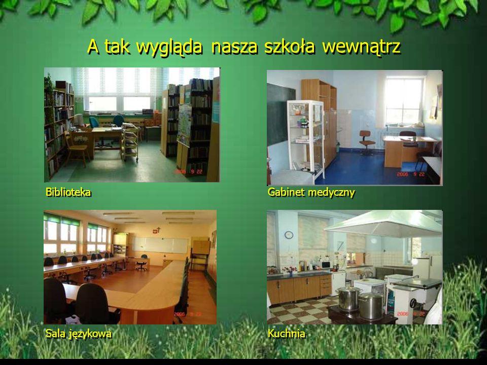 W budynku szkoły Tablica pamiątkowa w holu szkoły Poświęcona pamięci wybitnego pisarza i poety jakim był Kornel Makuszyński Tablica pamiątkowa w holu