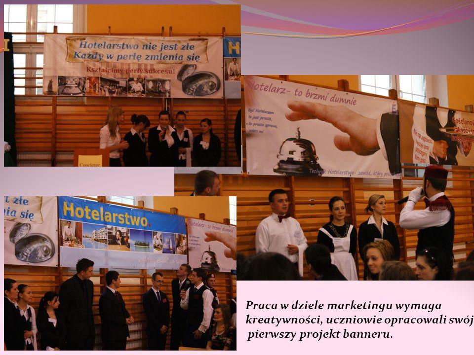 Praca w dziele marketingu wymaga kreatywności, uczniowie opracowali swój pierwszy projekt banneru.