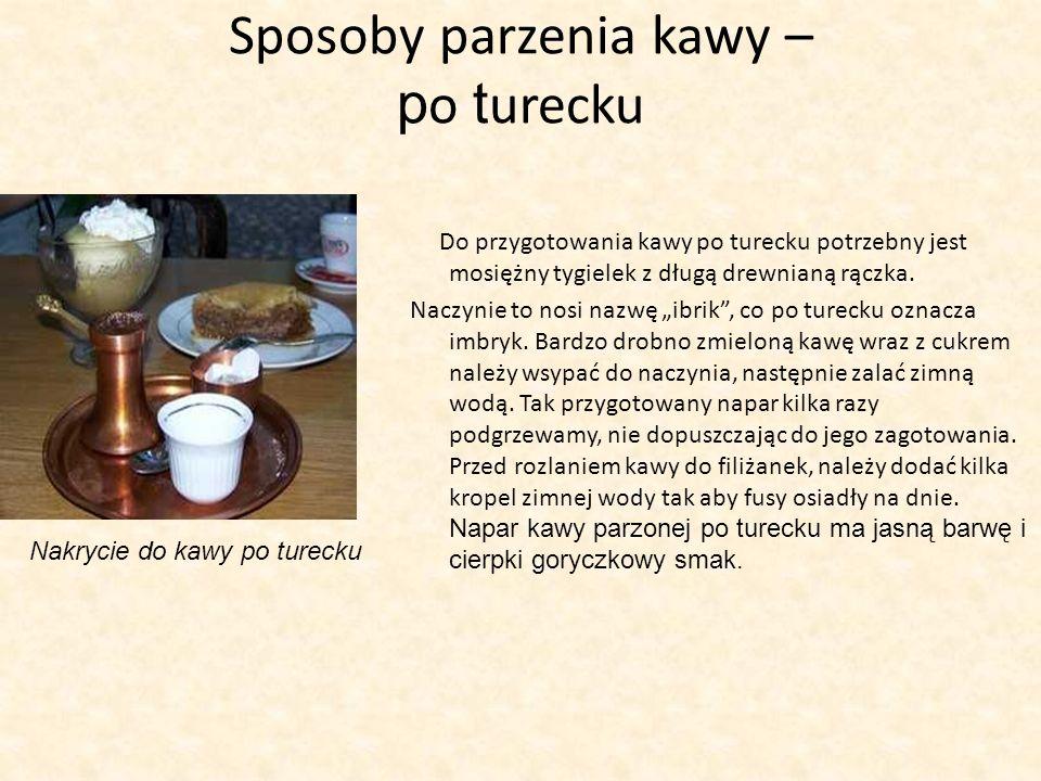 Sposoby parzenia kawy – p o t urecku Do przygotowania kawy po turecku potrzebny jest mosiężny tygielek z długą drewnianą rączka. Naczynie to nosi nazw