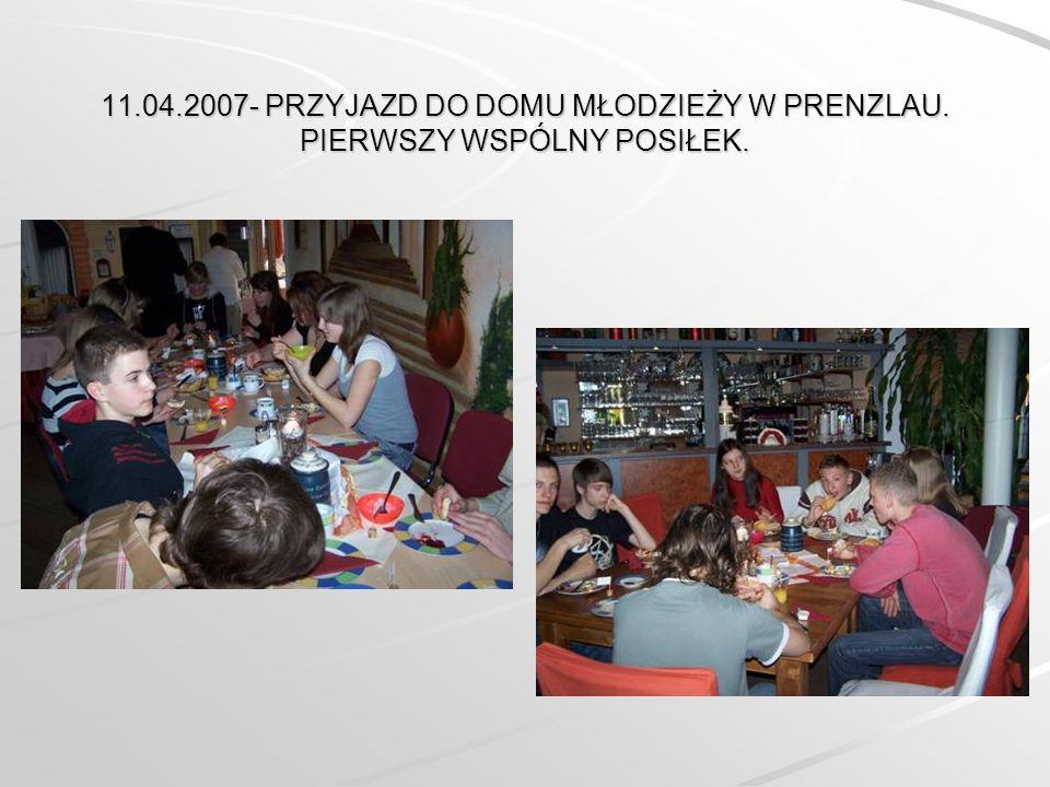 11.04.2007- PRZYJAZD DO DOMU MŁODZIEŻY W PRENZLAU. PIERWSZY WSPÓLNY POSIŁEK.