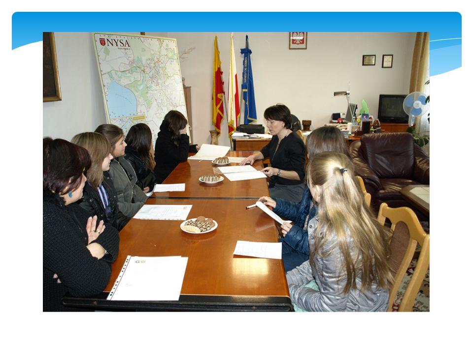 24.11.2010r. odbyło się spotkanie przedstawicieli lokalnych zespołów projektowych Gimnazjum nr 1 w Nysie z Panią burmistrz – Jolantą Barską. Uczniowie