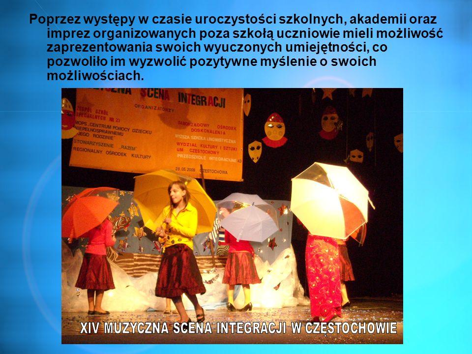 Poprzez występy w czasie uroczystości szkolnych, akademii oraz imprez organizowanych poza szkołą uczniowie mieli możliwość zaprezentowania swoich wyuc
