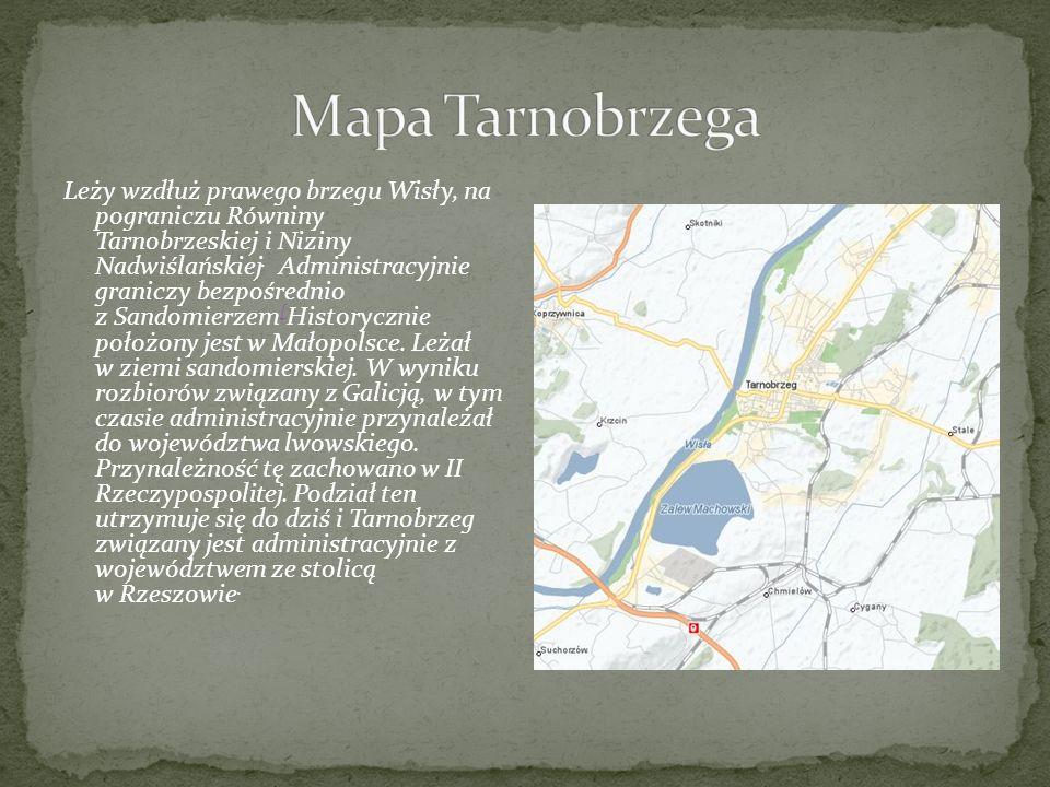 Leży wzdłuż prawego brzegu Wisły, na pograniczu Równiny Tarnobrzeskiej i Niziny Nadwiślańskiej. Administracyjnie graniczy bezpośrednio z Sandomierzem