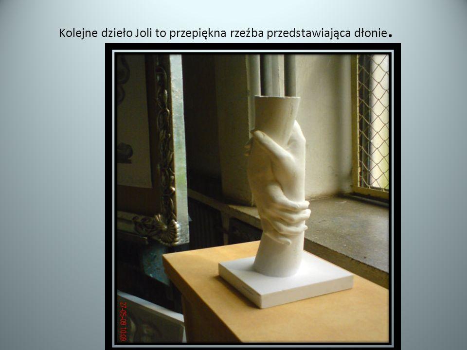 Kolejne dzieło Joli to przepiękna rzeźba przedstawiająca dłonie.