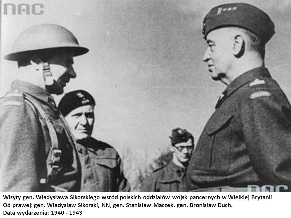 Wizyty gen. Władysława Sikorskiego wśród polskich oddziałów wojsk pancernych w Wielkiej Brytanii Od prawej: gen. Władysław Sikorski, NN, gen. Stanisła