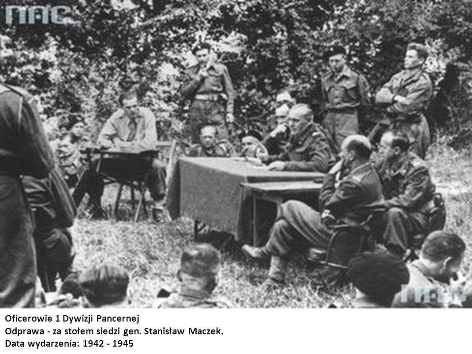 Oficerowie 1 Dywizji Pancernej Odprawa - za stołem siedzi gen. Stanisław Maczek. Data wydarzenia: 1942 - 1945