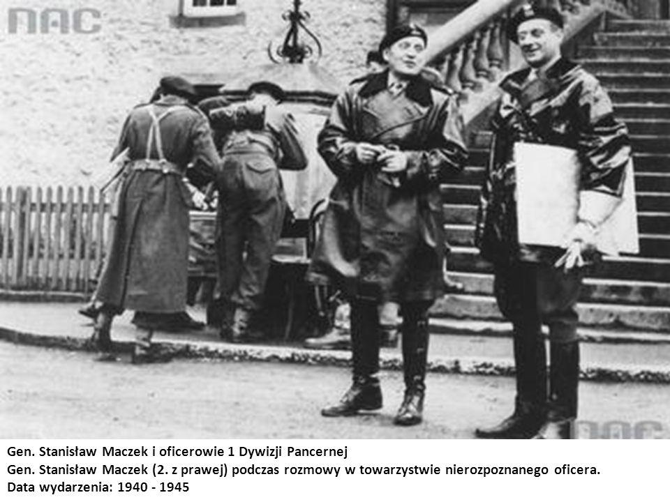 Gen. Stanisław Maczek i oficerowie 1 Dywizji Pancernej Gen. Stanisław Maczek (2. z prawej) podczas rozmowy w towarzystwie nierozpoznanego oficera. Dat