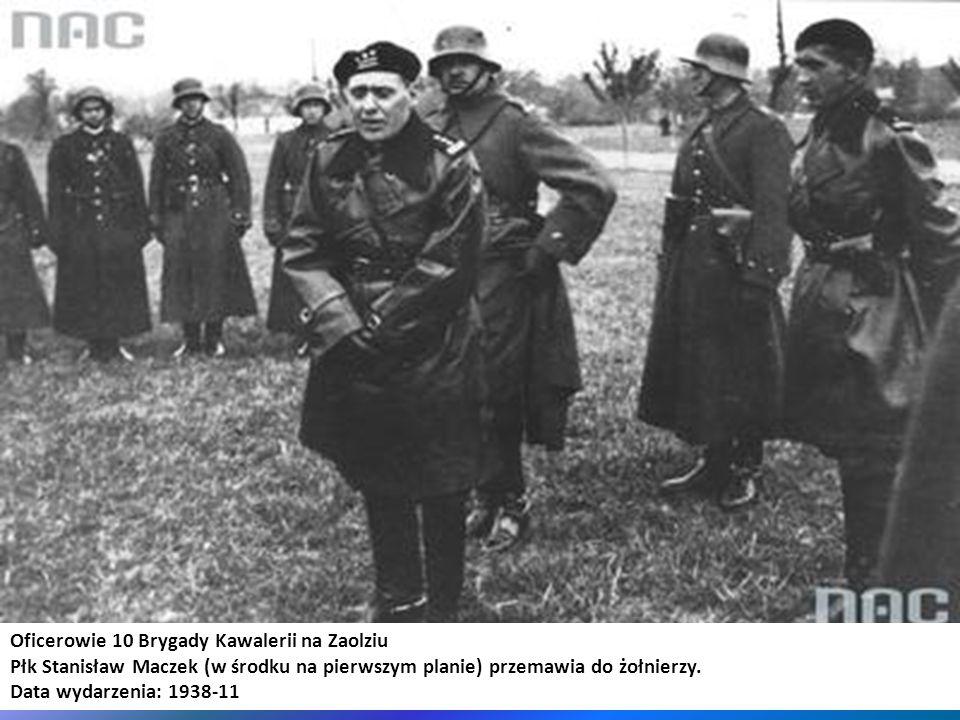 Oficerowie 10 Brygady Kawalerii na Zaolziu Płk Stanisław Maczek (w środku na pierwszym planie) przemawia do żołnierzy. Data wydarzenia: 1938-11