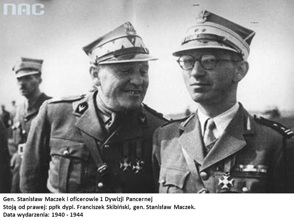 Gen. Stanisław Maczek i oficerowie 1 Dywizji Pancernej Stoją od prawej: ppłk dypl. Franciszek Skibiński, gen. Stanisław Maczek. Data wydarzenia: 1940