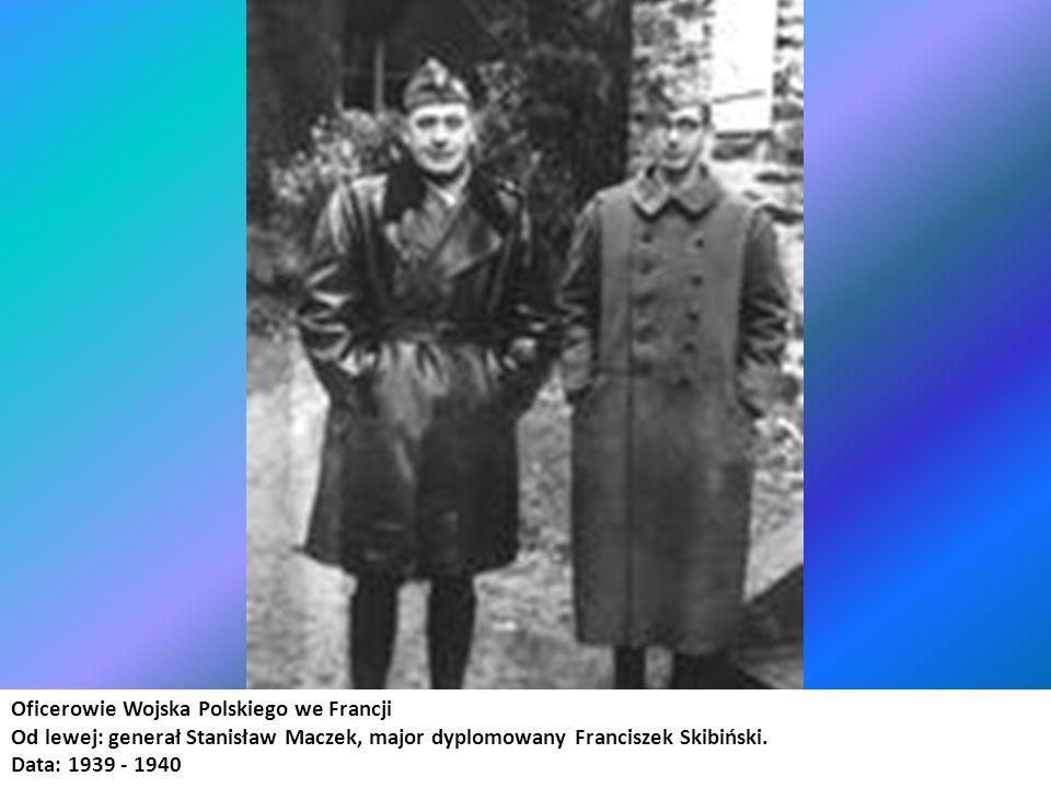 Oficerowie 10 Brygady Pancerno-Motorowej po klęsce Francji, w drodze do południowej Francji Na dalszym planie od lewej: major Franciszek Skibiński, generał Stanisław Maczek.