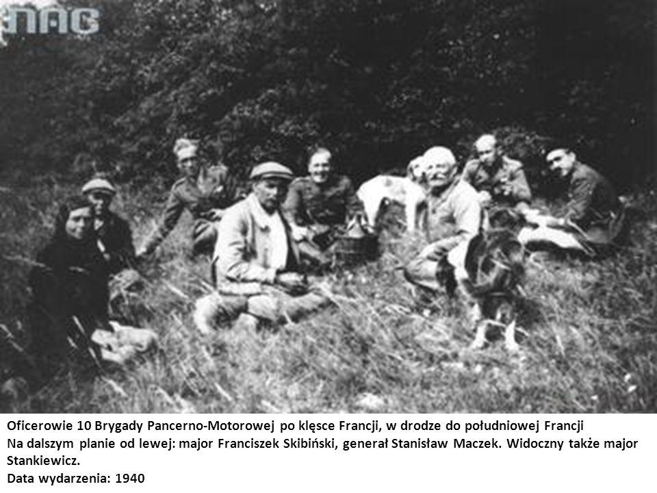 Oficerowie 10 Brygady Pancerno-Motorowej po klęsce Francji, w drodze do południowej Francji Na dalszym planie od lewej: major Franciszek Skibiński, ge