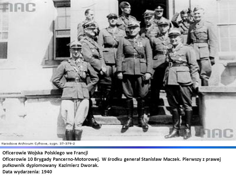 Oficerowie Wojska Polskiego we Francji Oficerowie 10 Brygady Pancerno-Motorowej. W środku generał Stanisław Maczek. Pierwszy z prawej pułkownik dyplom