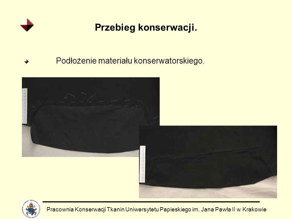 Przebieg konserwacji. Pracownia Konserwacji Tkanin Uniwersytetu Papieskiego im. Jana Pawła II w Krakowie Podłożenie materiału konserwatorskiego.