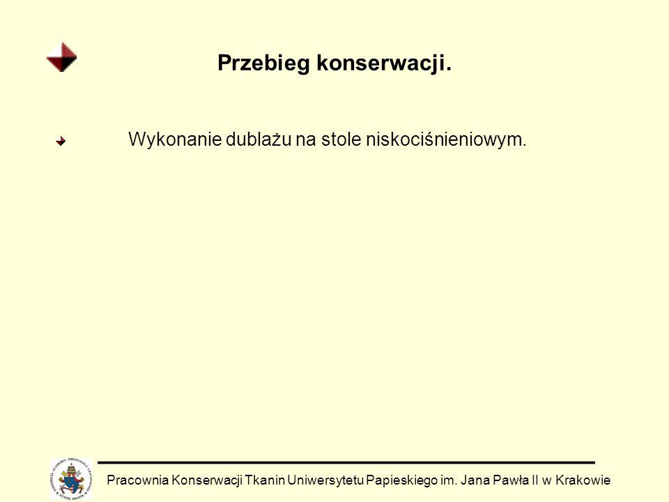 Przebieg konserwacji. Pracownia Konserwacji Tkanin Uniwersytetu Papieskiego im. Jana Pawła II w Krakowie Wykonanie dublażu na stole niskociśnieniowym.