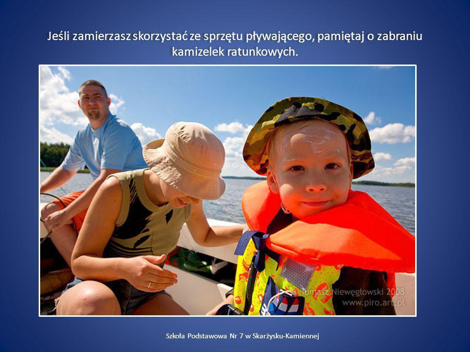 Jeśli zamierzasz skorzystać ze sprzętu pływającego, pamiętaj o zabraniu kamizelek ratunkowych. Szkoła Podstawowa Nr 7 w Skarżysku-Kamiennej