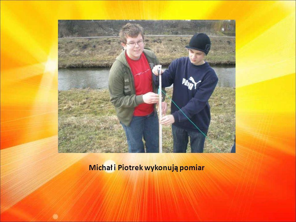 Michał i Piotrek wykonują pomiar