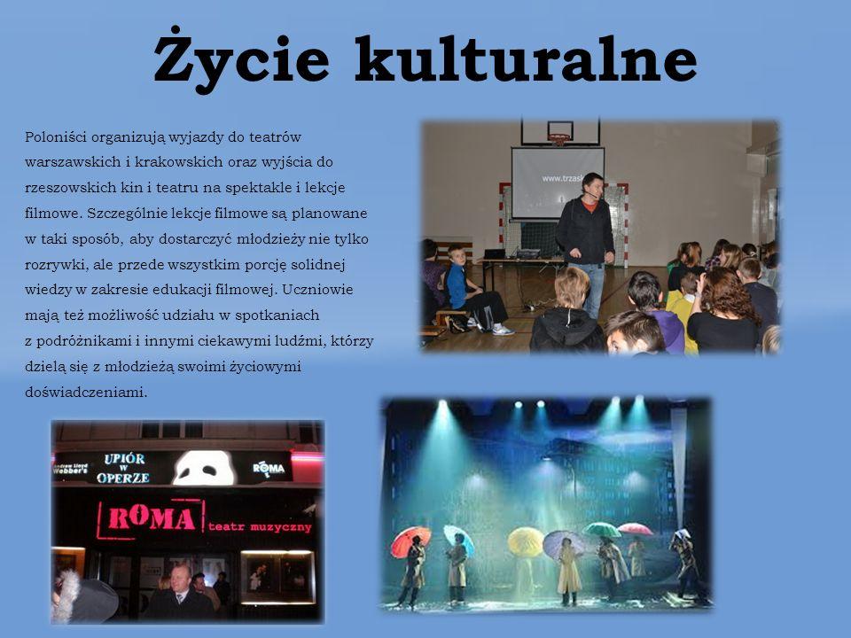 Życie kulturalne Poloniści organizują wyjazdy do teatrów warszawskich i krakowskich oraz wyjścia do rzeszowskich kin i teatru na spektakle i lekcje filmowe.
