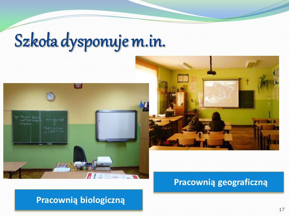 Szkoła dysponuje m.in. 18 Multimedialnymi pracowniami językowymi
