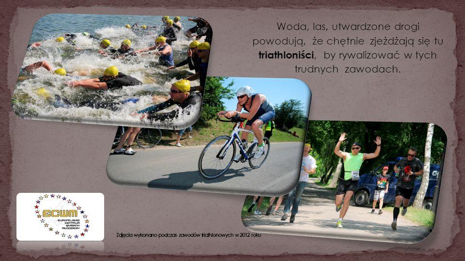 Woda, las, utwardzone drogi powodują, że chętnie zjeżdżają się tu triathloniści, by rywalizować w tych trudnych zawodach.