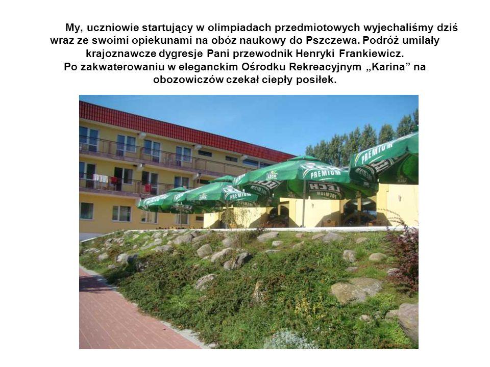 My, uczniowie startujący w olimpiadach przedmiotowych wyjechaliśmy dziś wraz ze swoimi opiekunami na obóz naukowy do Pszczewa. Podróż umilały krajozna