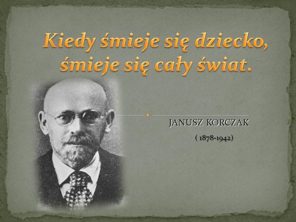 Janusz Korczak z dziećmi przed domem dla sierot.