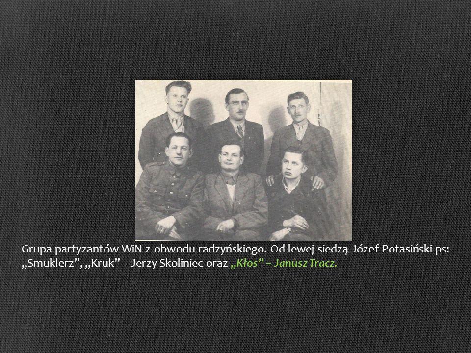 Grupa partyzantów WiN z obwodu radzyńskiego. Od lewej siedzą Józef Potasiński ps: Smuklerz, Kruk – Jerzy Skoliniec oraz Kłos – Janusz Tracz.