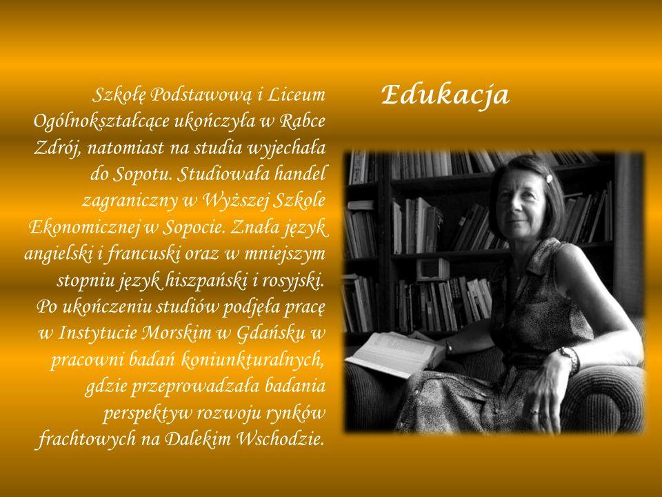 Edukacja Szkołę Podstawową i Liceum Ogólnokształcące ukończyła w Rabce Zdrój, natomiast na studia wyjechała do Sopotu. Studiowała handel zagraniczny w