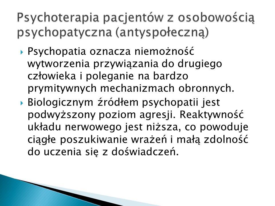 Psychopatia oznacza niemożność wytworzenia przywiązania do drugiego człowieka i poleganie na bardzo prymitywnych mechanizmach obronnych. Biologicznym