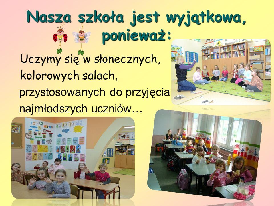 Nasza szkoła jest wyjątkowa, ponieważ: Uczymy się w słonecznych, kolorowych salach, przystosowanych do przyjęcia najmłodszych uczniów…
