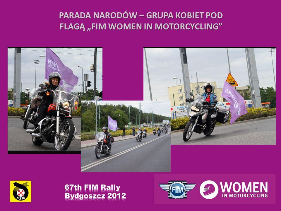 PARADA NARODÓW – GRUPA KOBIET POD FLAGĄ FIM WOMEN IN MOTORCYCLING
